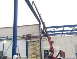 Bestaand gebouw 4 meter verhogen. Hier 1600 kg 9 meter hoog in de haak