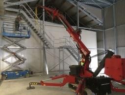 Onze kracht ligt ook in het mee monteren van staalconstructies en trappen