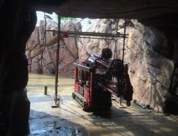 Door de grot rupsen